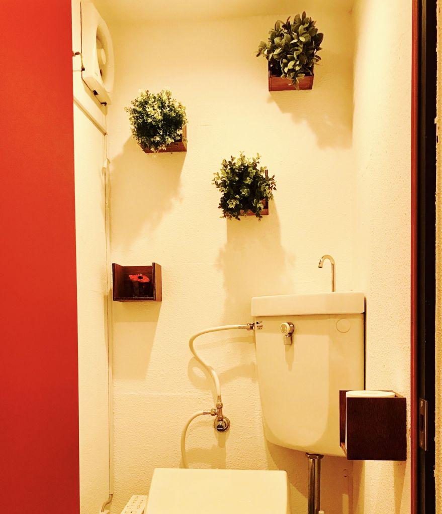 トイレの壁装飾に重宝するウォールデコアイテム「カベレオン」