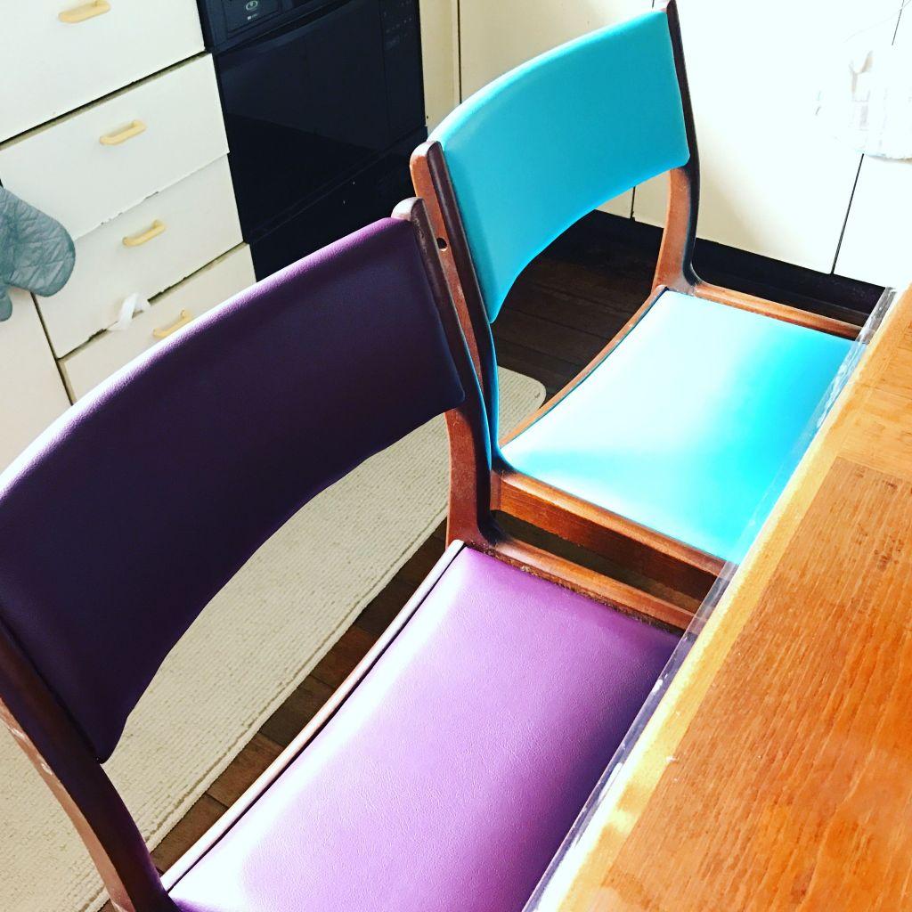 フレームを組み直し座面と背もたれを張り替えたリメイク後の椅子