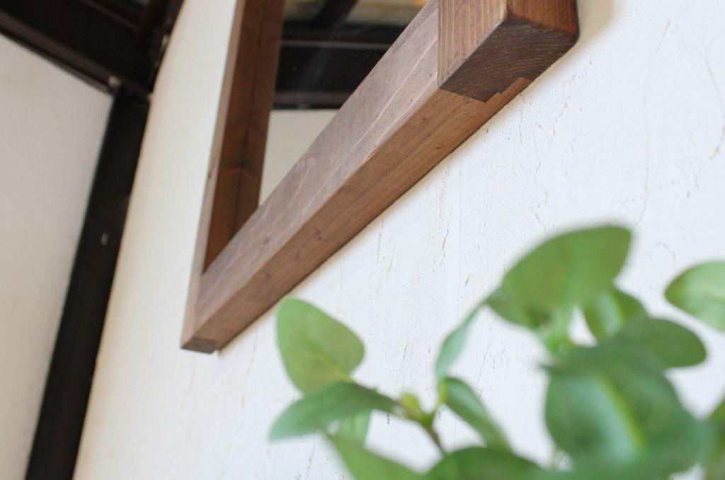 精度を上げつつ独特な雰囲気を残した壁掛けミラー「WFM」