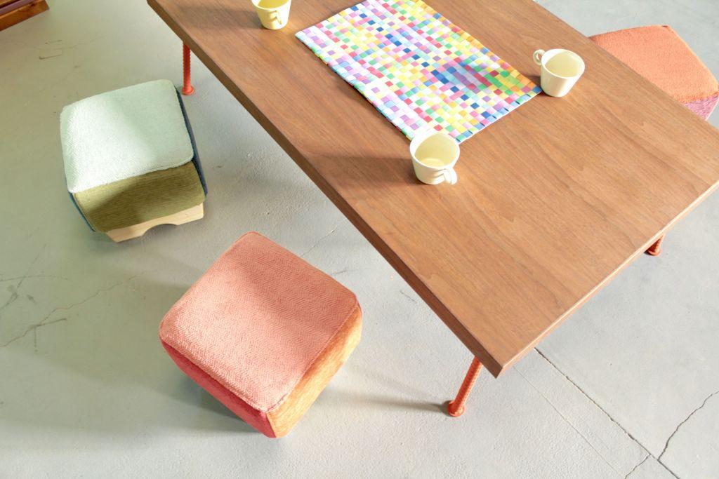 ローテーブルとモンペスツール