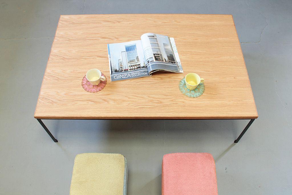 オーク天板とアイアンフレームのローテーブル