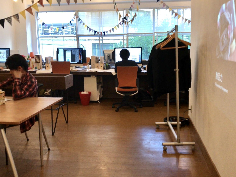 社内のつながりのことを考えられたオフィスデスク