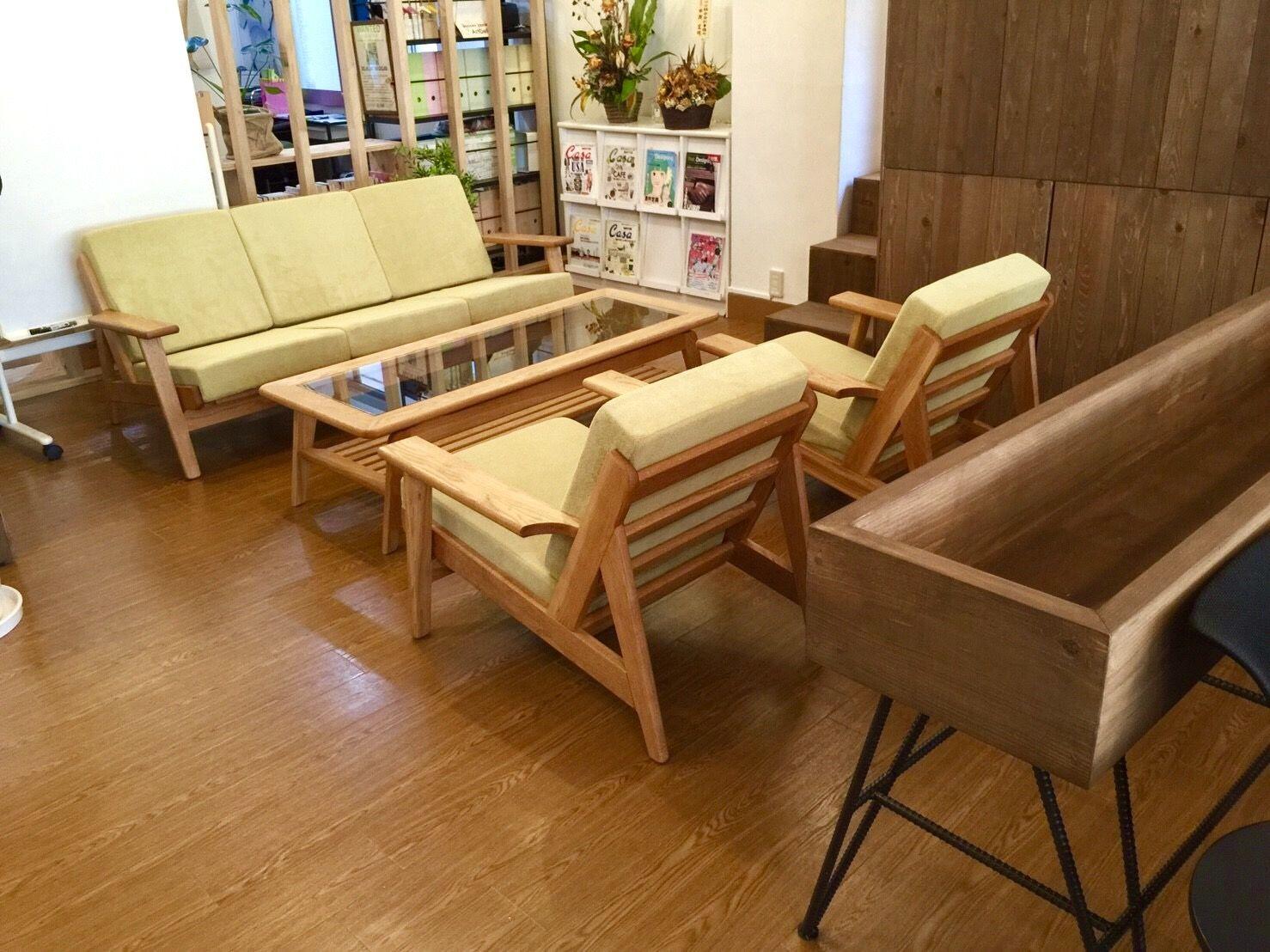 オーダーメイドのソファとコーヒーテーブル