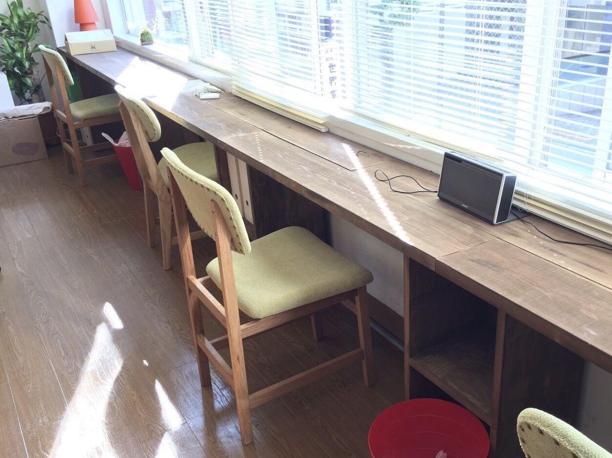 オーダーメイドのカウンターテーブルとダイニングチェア