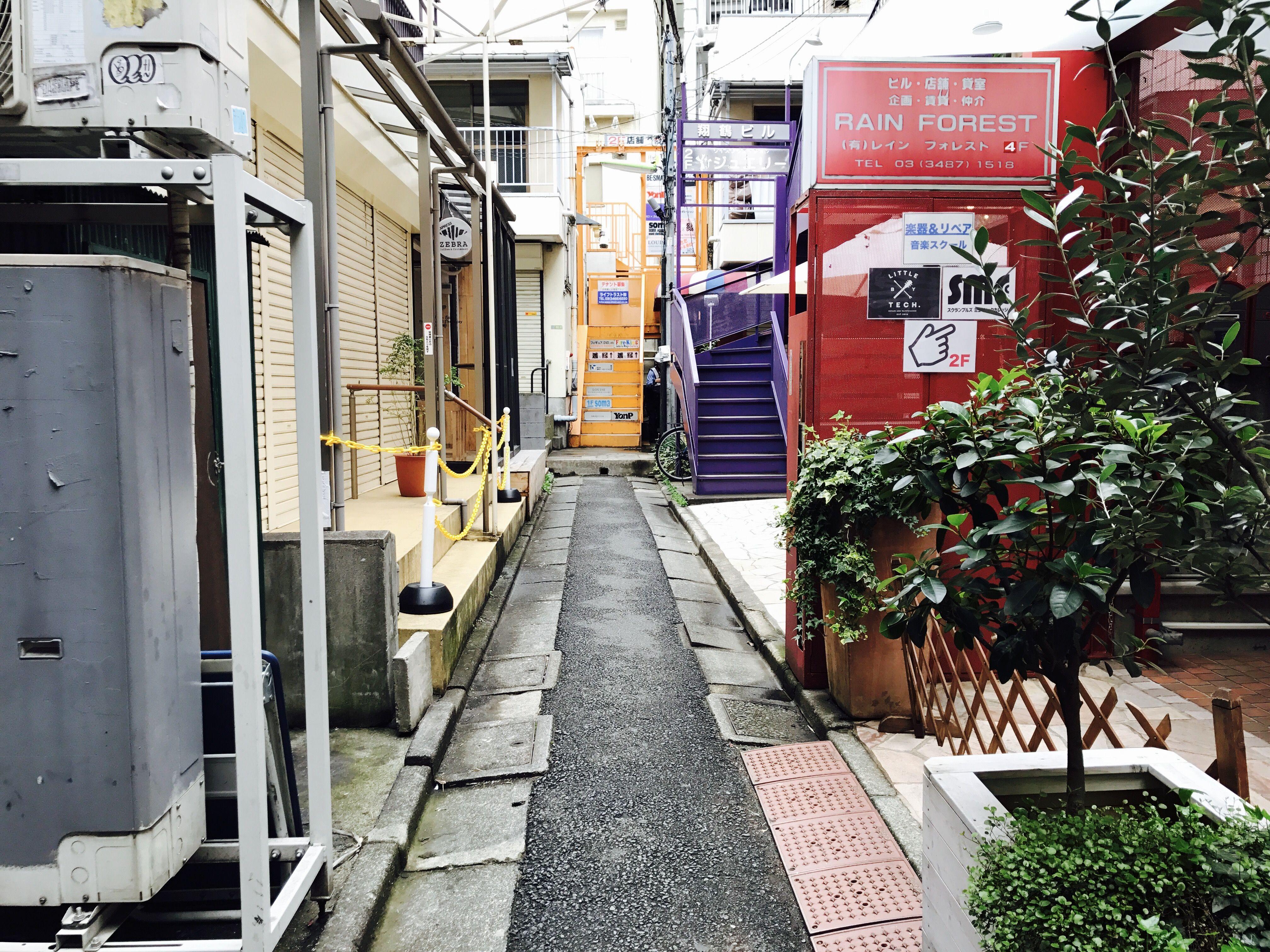 ルーツファクトリー東京店がある路地
