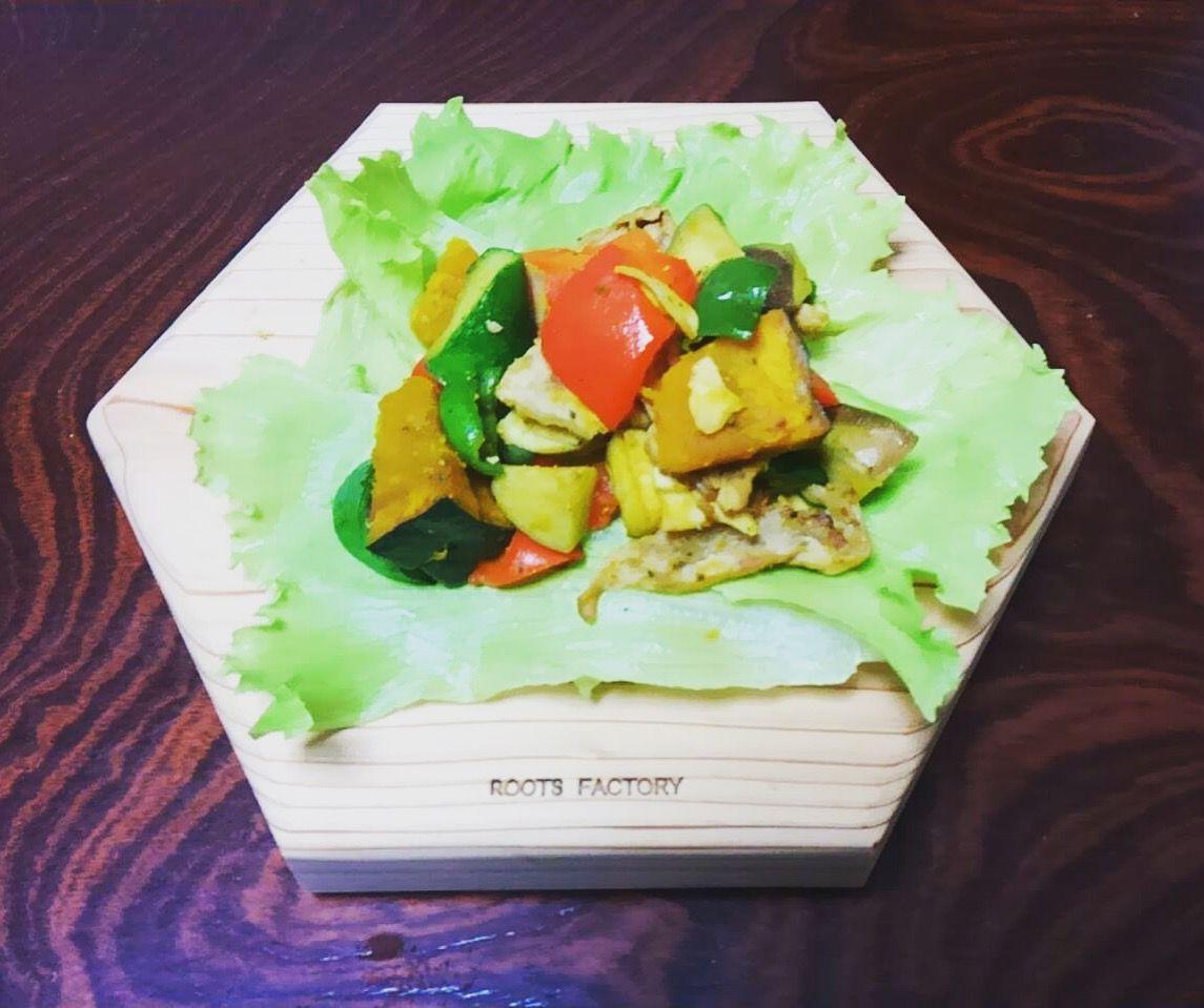 六角太郎に夏野菜と豚肉のガーリックソテー