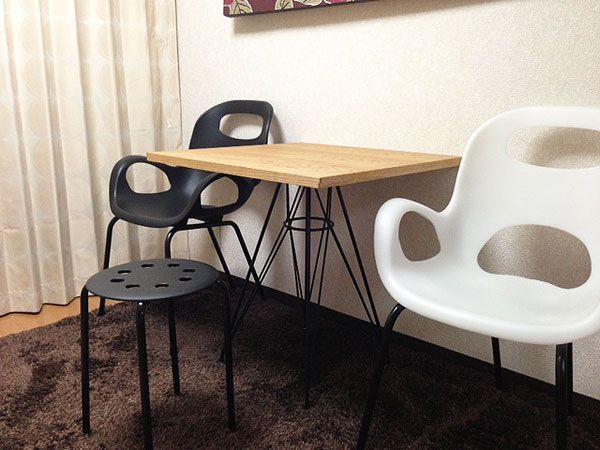オーク×鉄脚のシンプル&モダンなカフェテーブル