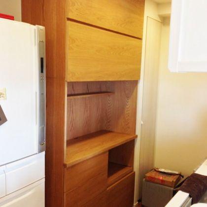 炊飯器を置くのに便利なスライド棚付きキッチンボード