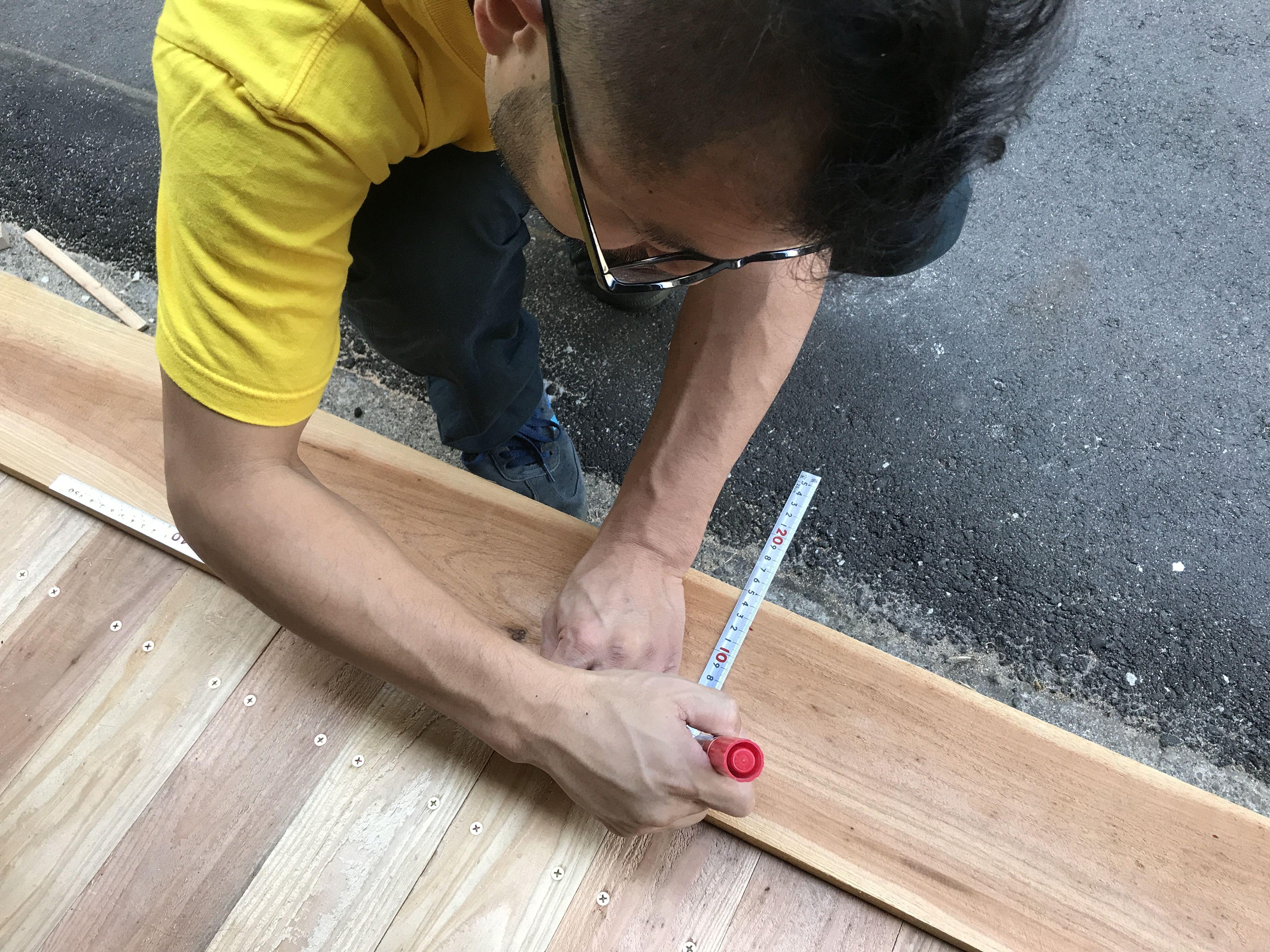大阪本社タニヨンベースの入り口ウッドデッキ製作