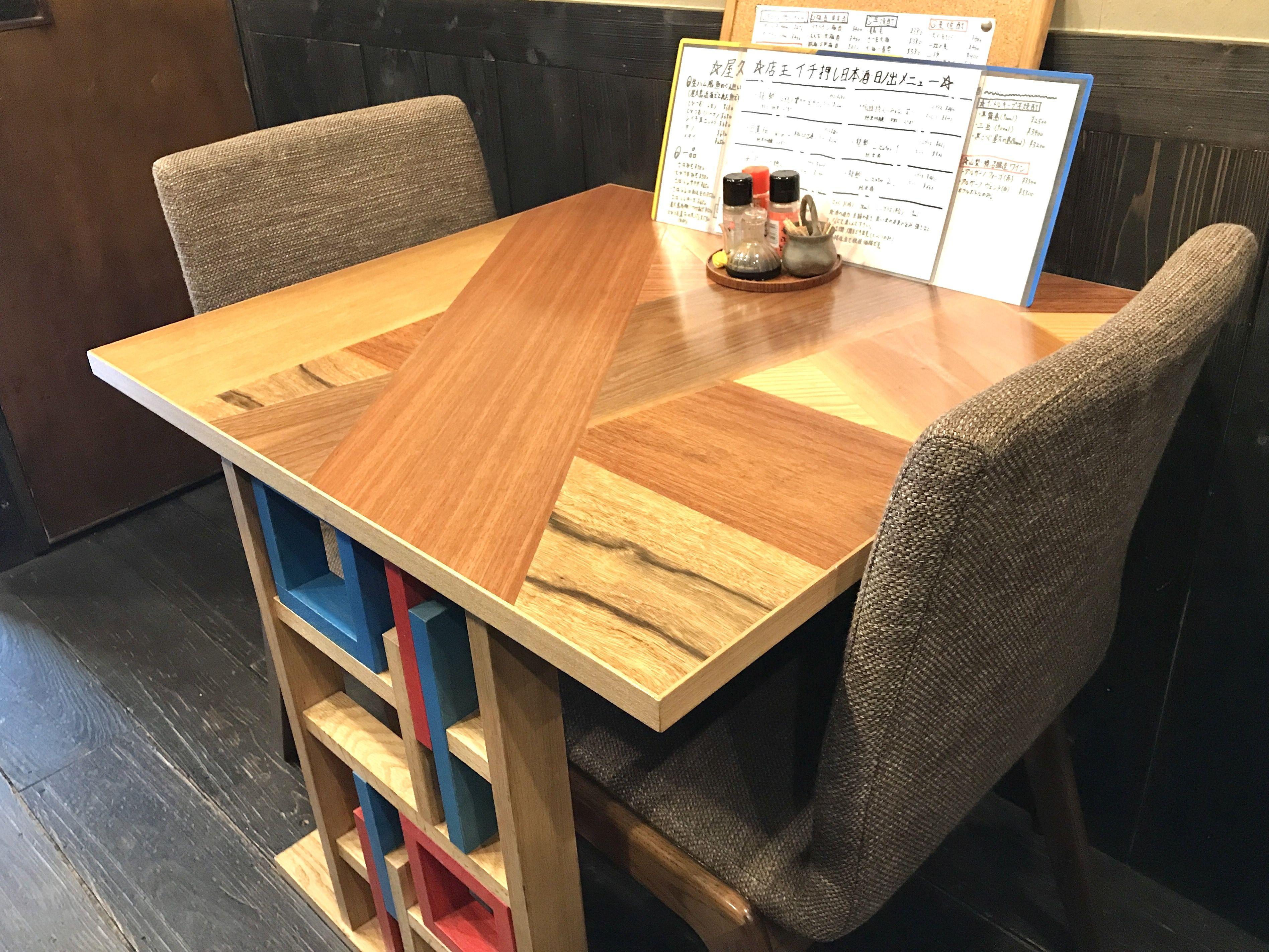 「和鮮酒庵やなぎ」の個性的なオーダーメイドテーブル