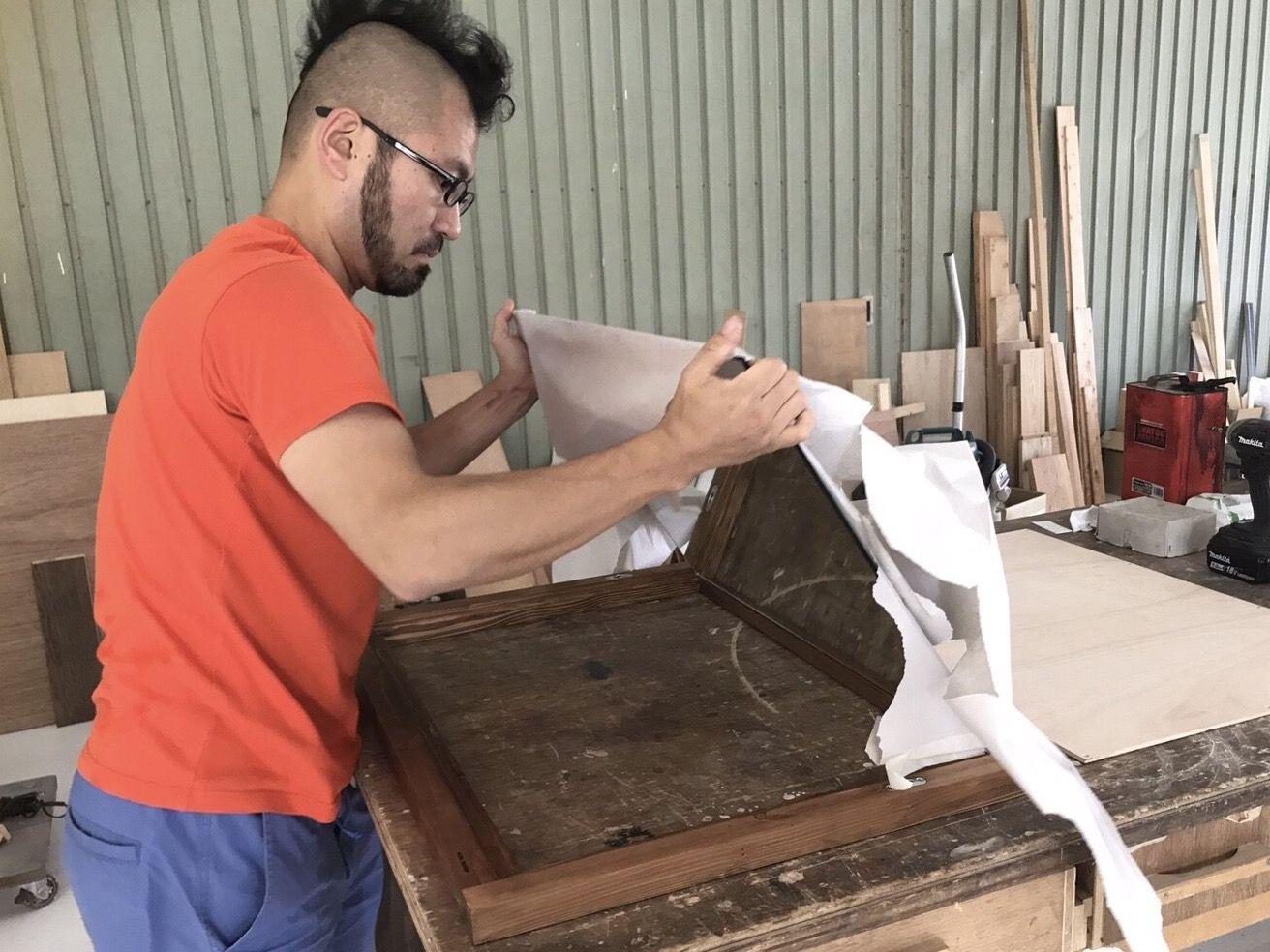 ROOTS FACTORYのオリジナル商品「WFM」のミラー組み付け作業