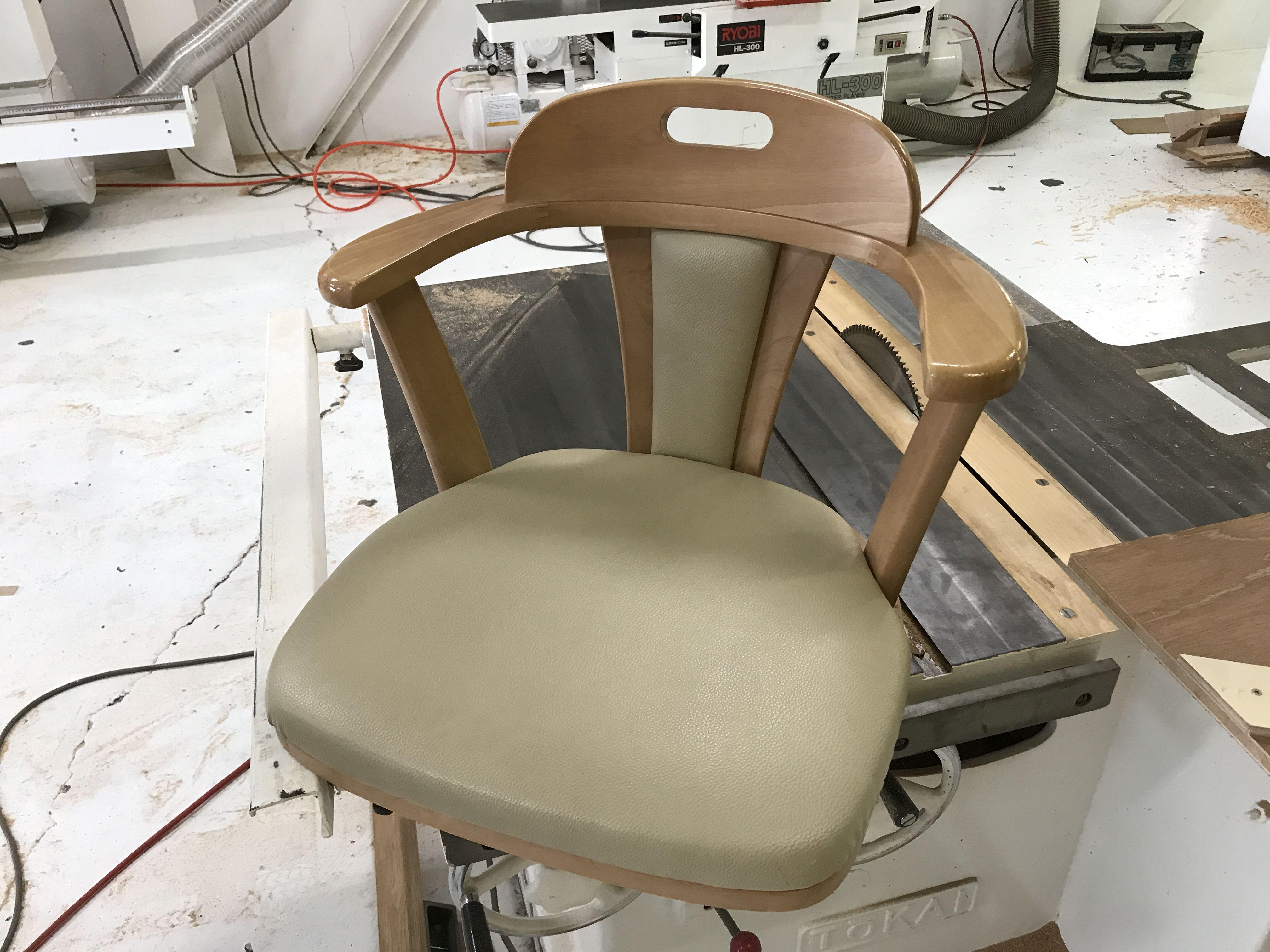 ルーツファクトリーで脚がなくなってしまった椅子をリメイク