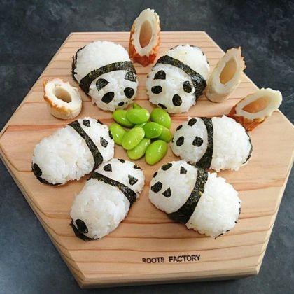 おにぎりでつくるパンダ。枝豆を笹のかわりに
