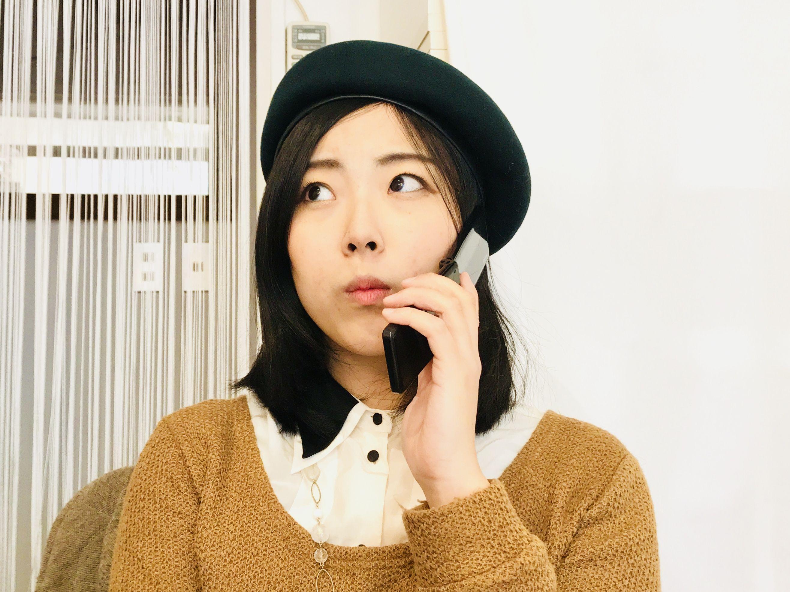 電話するユリマタタ