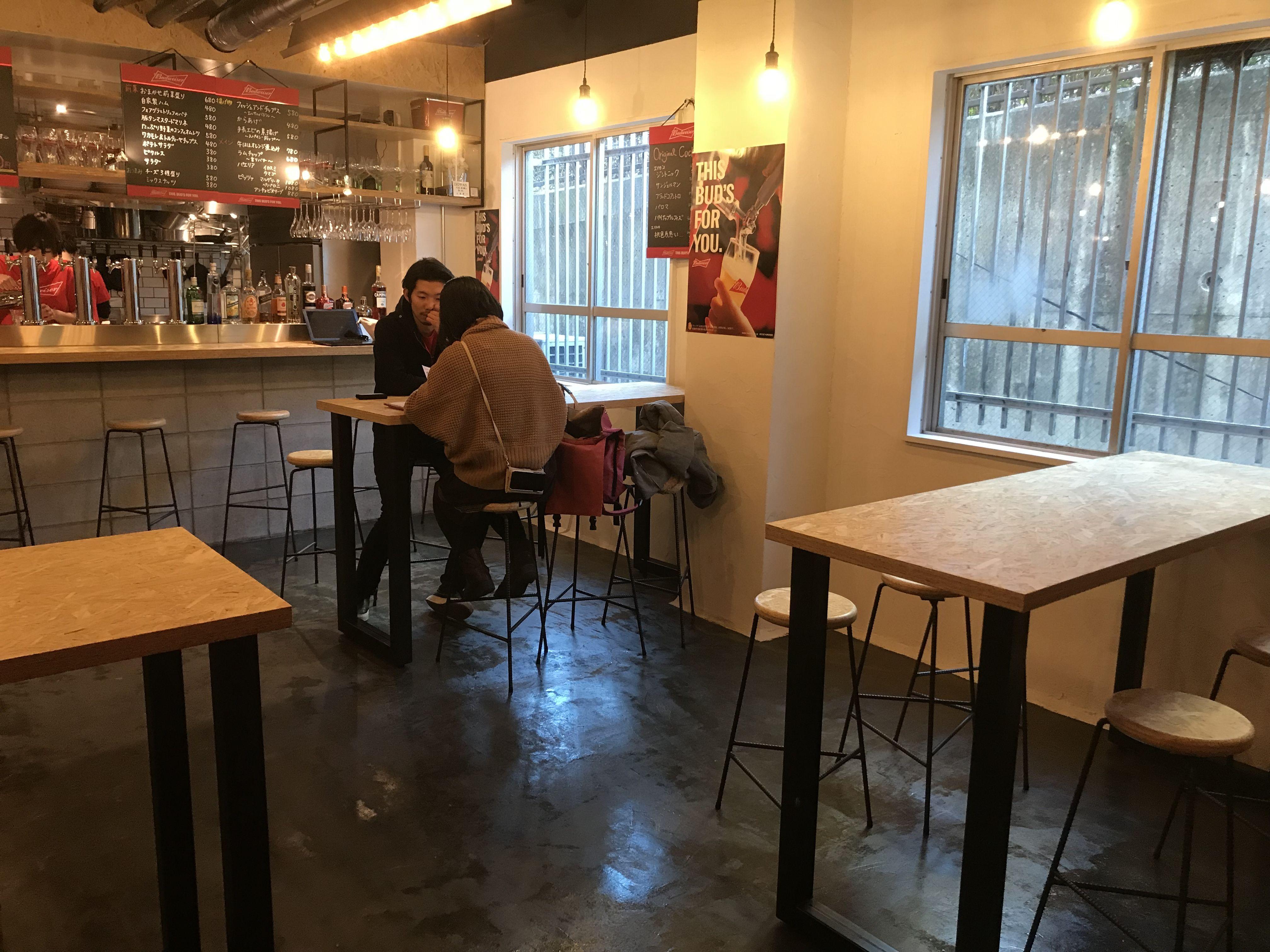 ビアホール「Bud's Diner Osaka(バドズ ダイナー オーサカ)取材中の様子