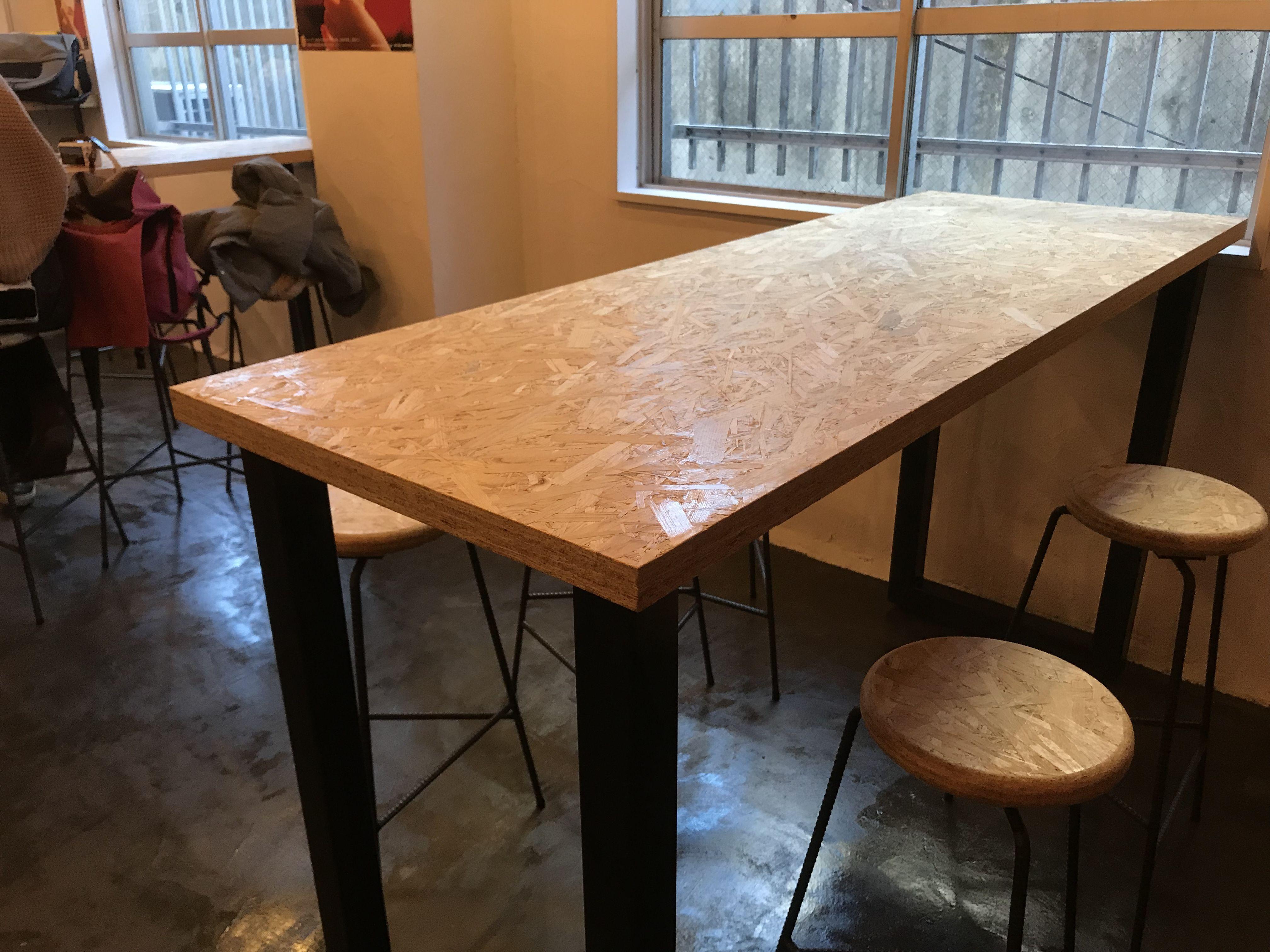 黒皮鉄フレームとOSB合板の天板を組み合わせた店舗用オーダーテーブル