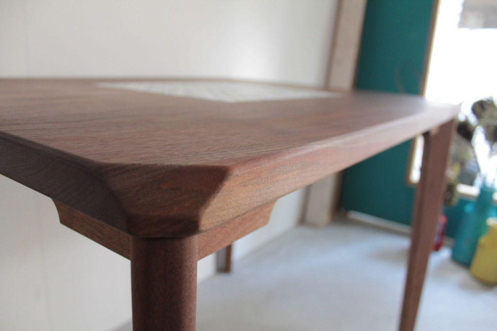 天板角の欠き取りなど細部までお客様のセンスを盛り込んだオーダーメイドテーブル