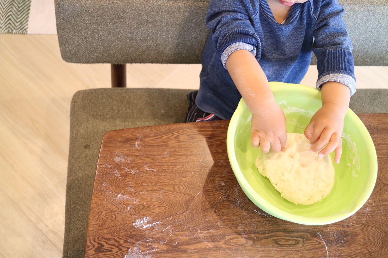 2歳児お手伝いパン作り