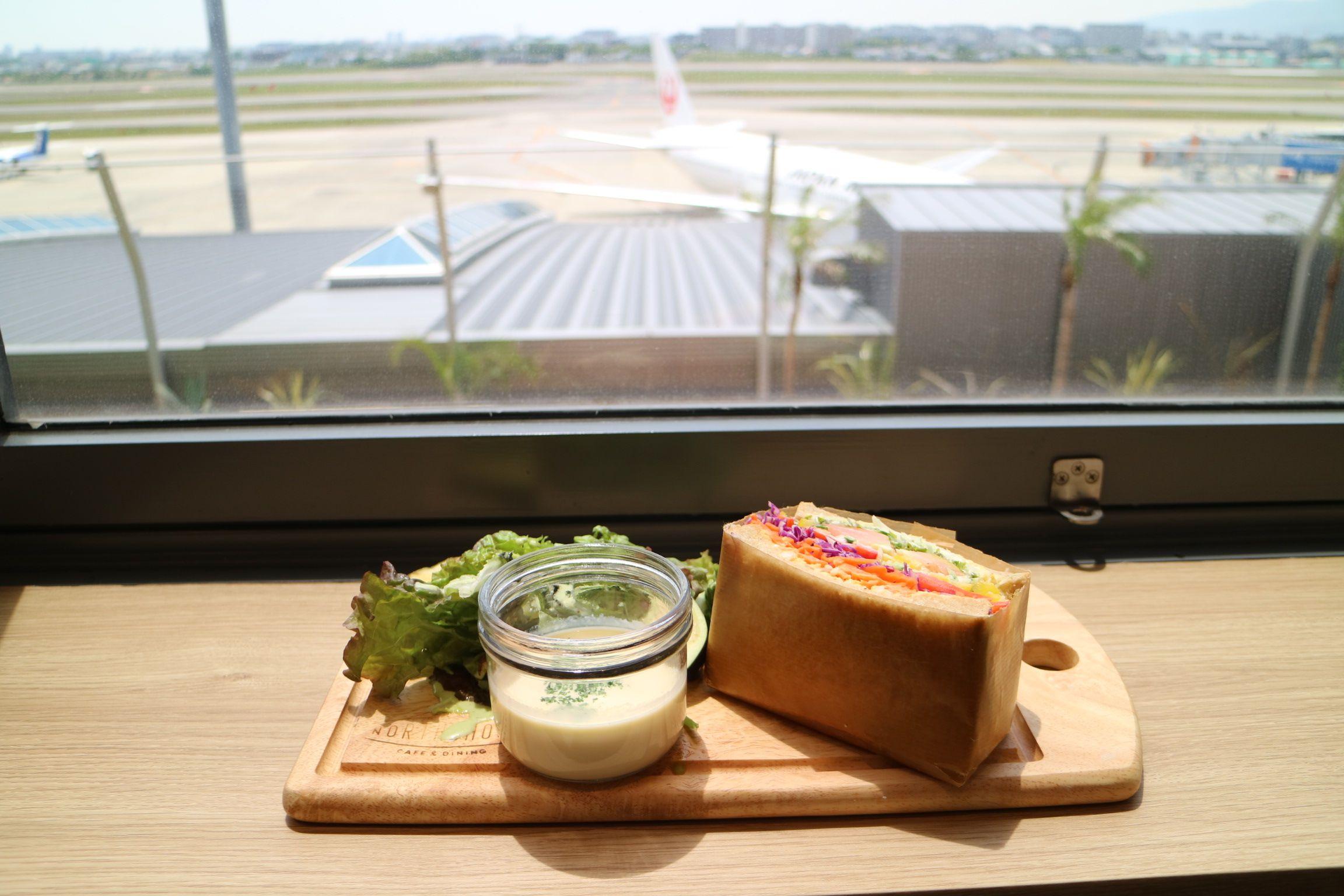 ノースショア伊丹空港店で飛行機を眺めながら
