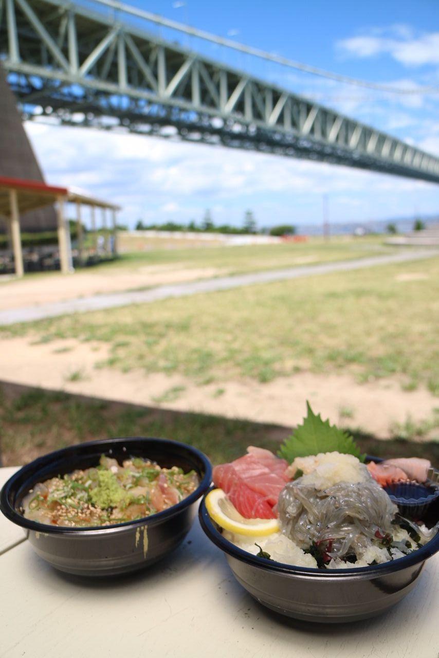 淡路島名物、生しらす丼と鯛の卵かけご飯