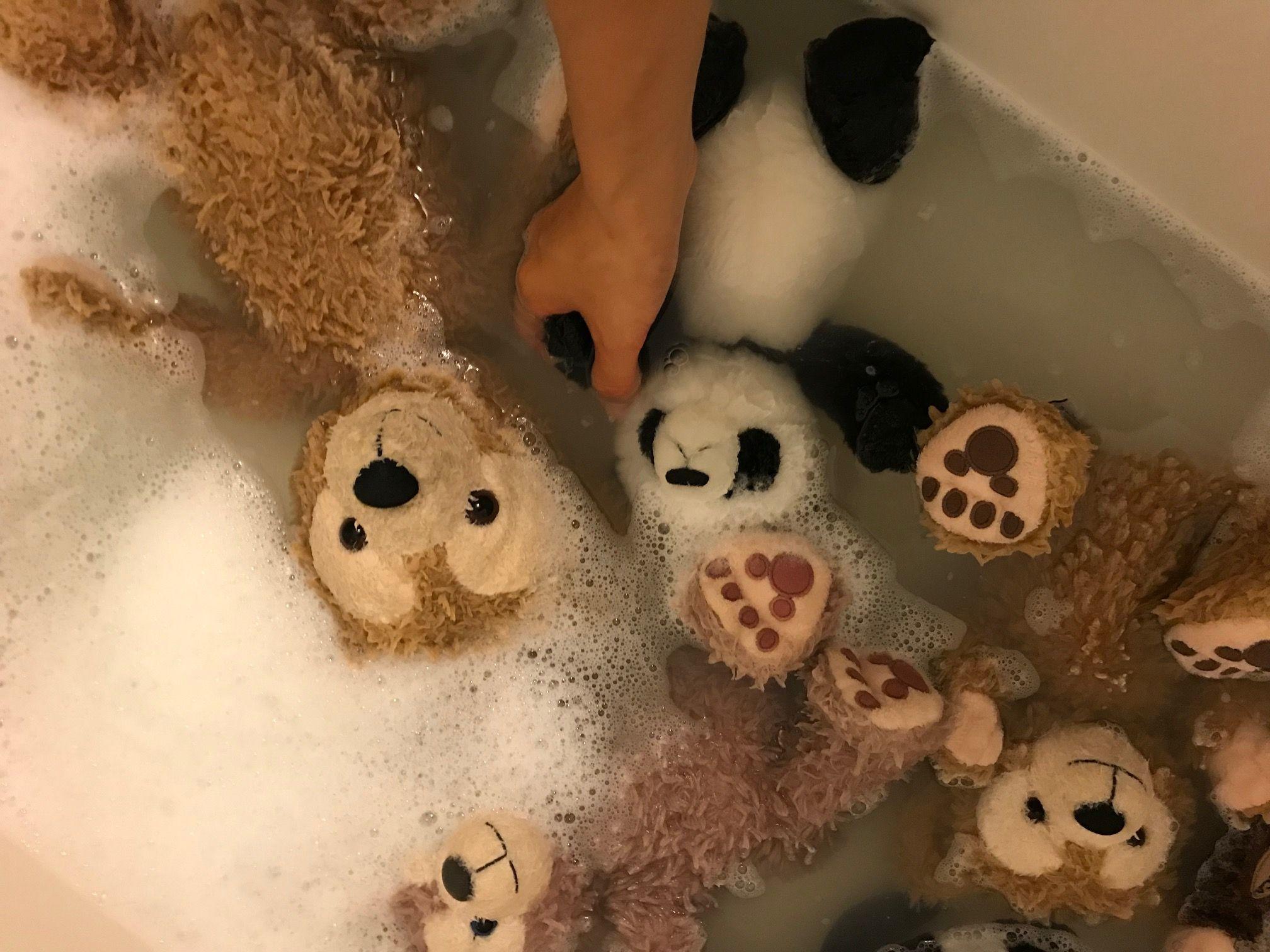 ぬいぐるみを洗濯中。