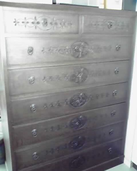 お客様からメールでいただいた木彫りのタンスのお写真