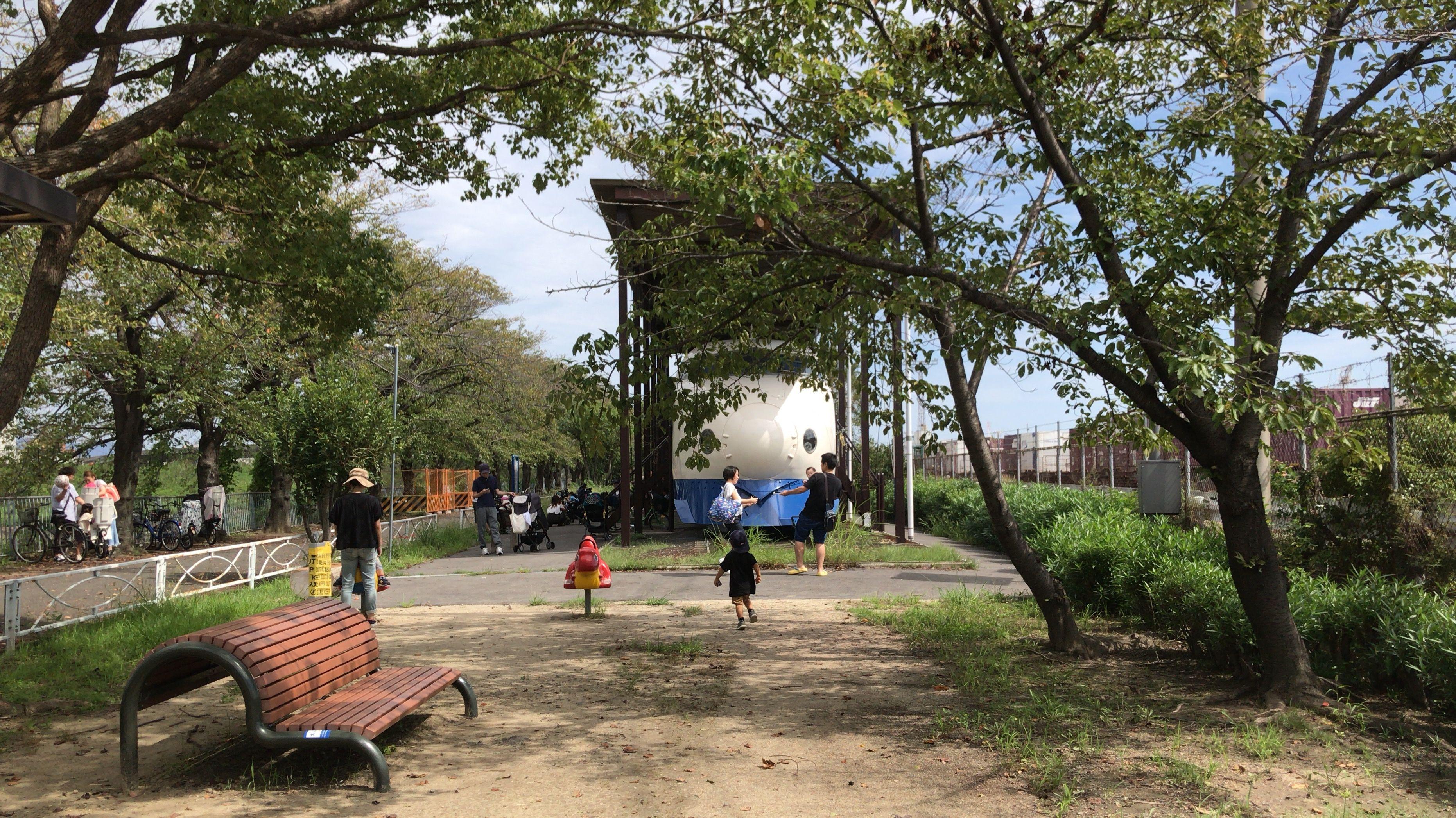 摂津市鳥飼車両基地の横にある新幹線公園