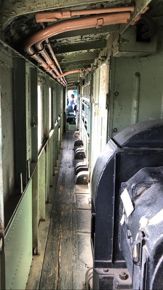 古い電気機関車の内部