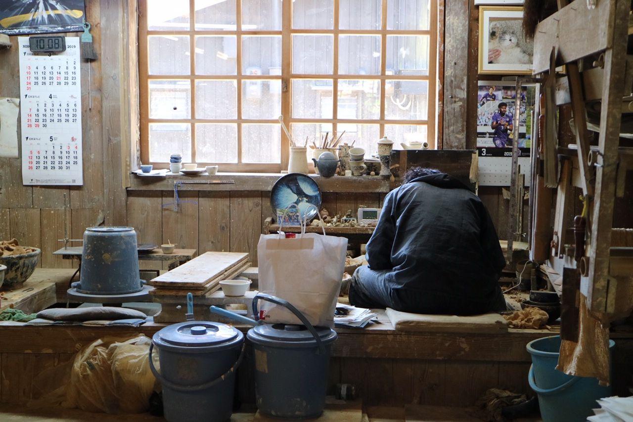 出西窯の工房内の様子