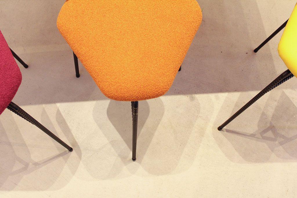 座り心地もインテリア性も抜群なデルタスツール