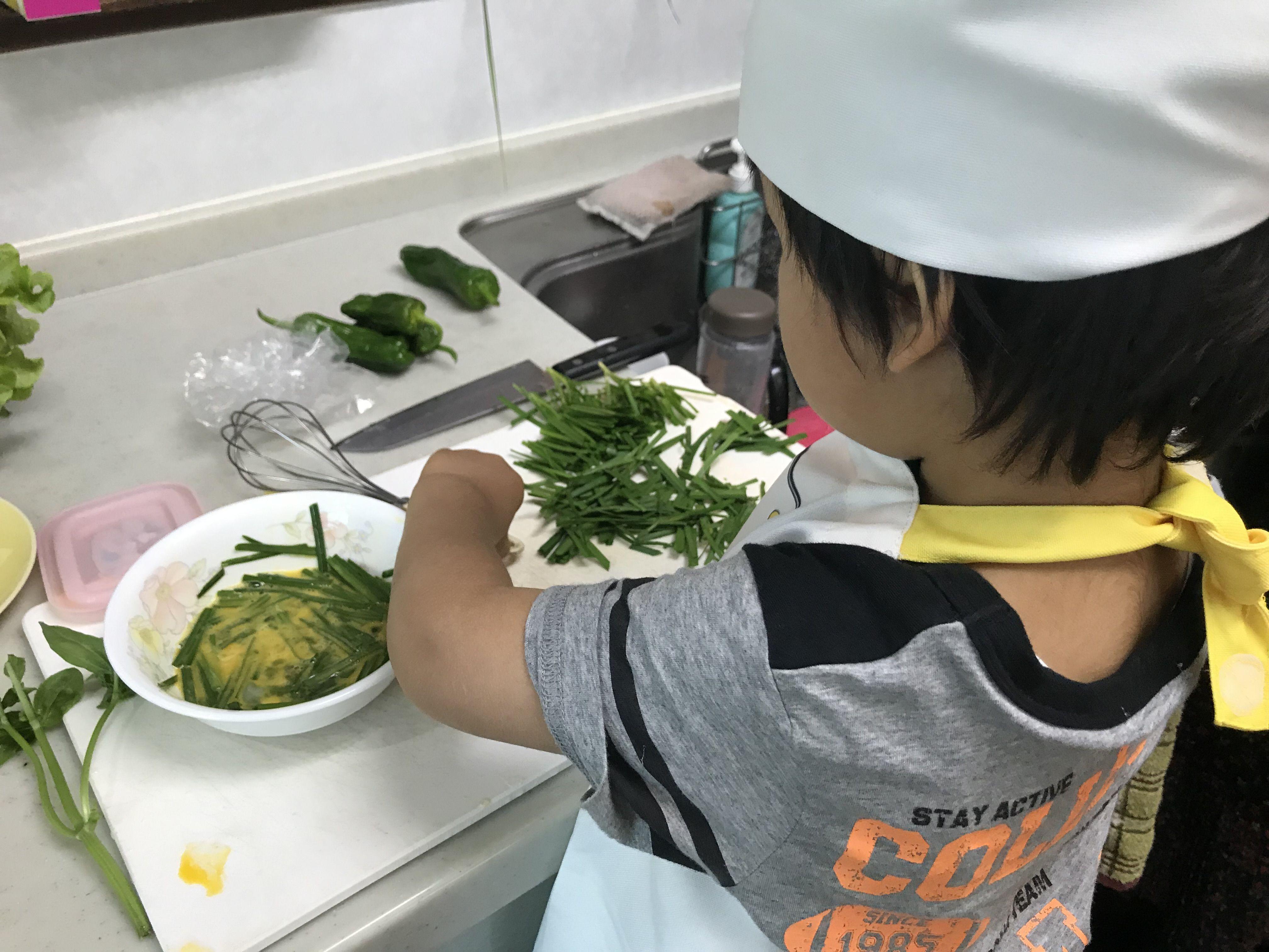 IKEAの子どもエプロンで楽しく料理♪