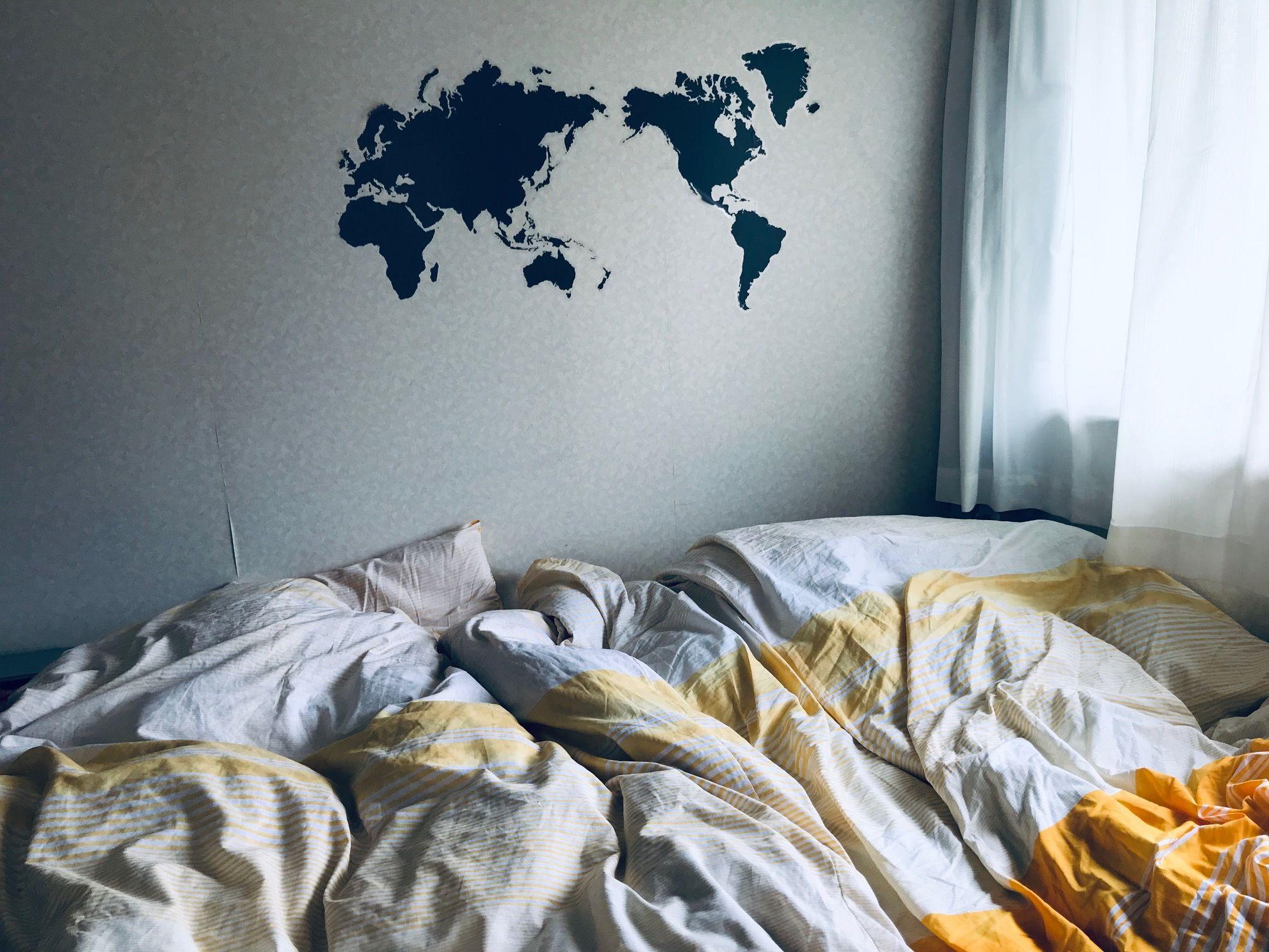 ZARAHOMEベッドリネンとIKEA世界地図ステッカー