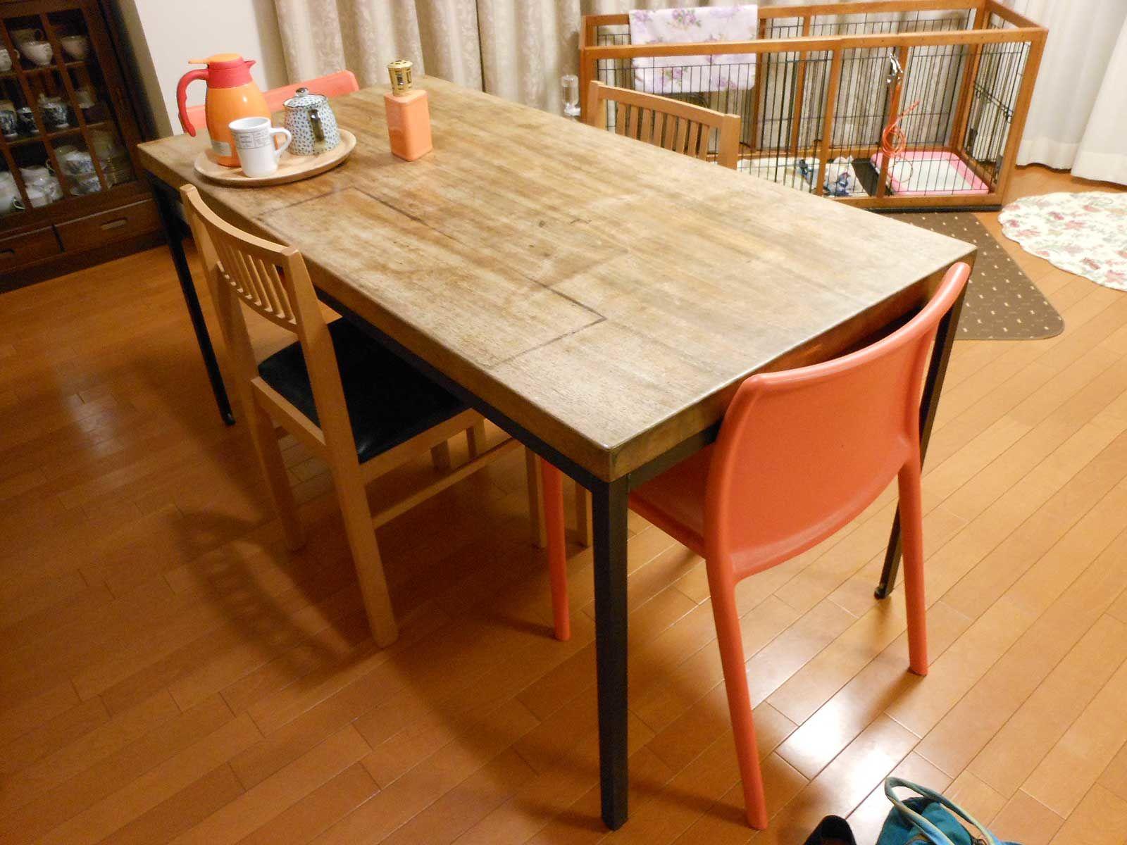 無垢一枚板のテーブルを天板の傷をそのままに、カッコイイ黒皮アイアンの鉄脚ダイニングテーブルにリメイク