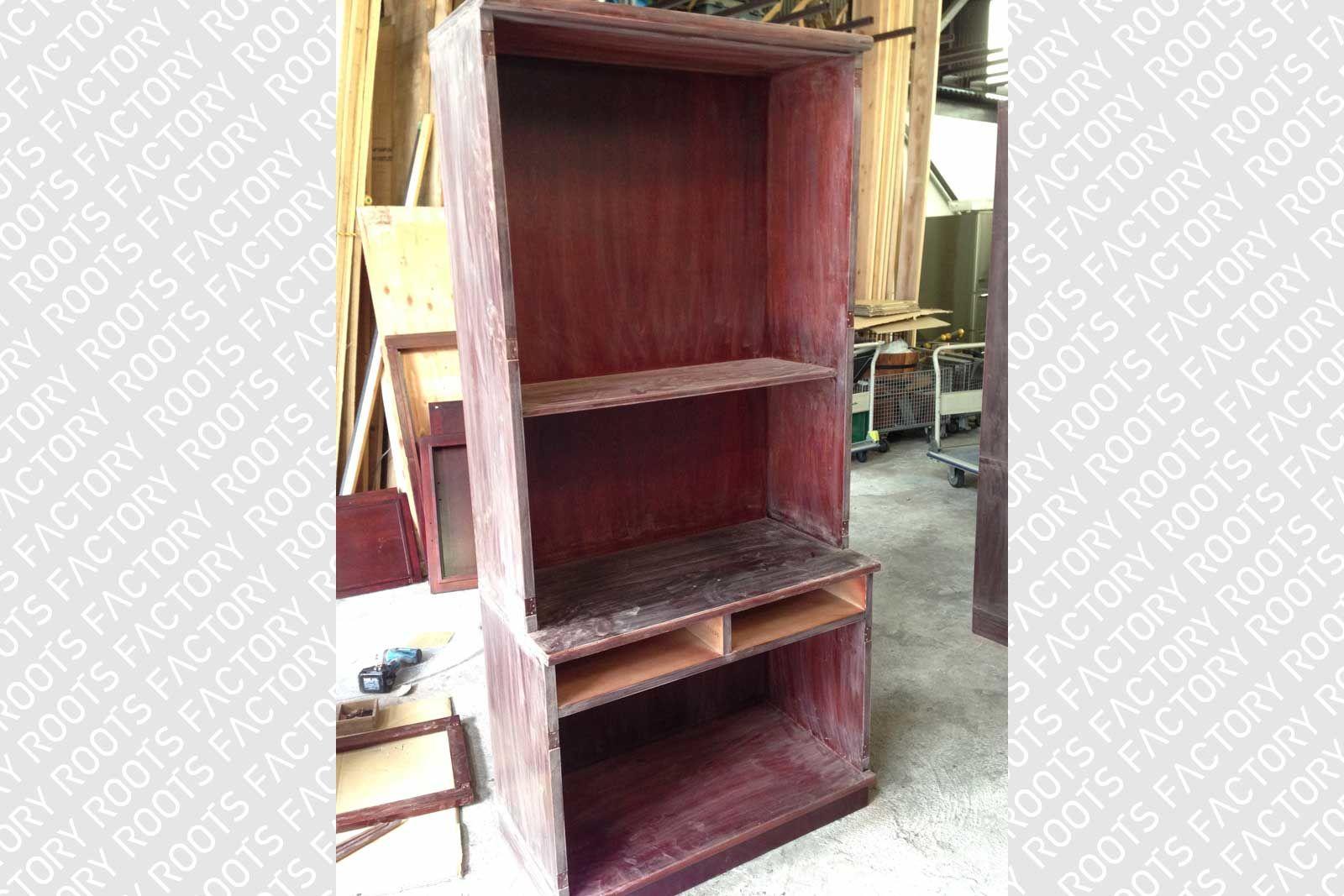 木製の食器棚を真白に塗装&引き出し・扉を製作しリメイク(before)