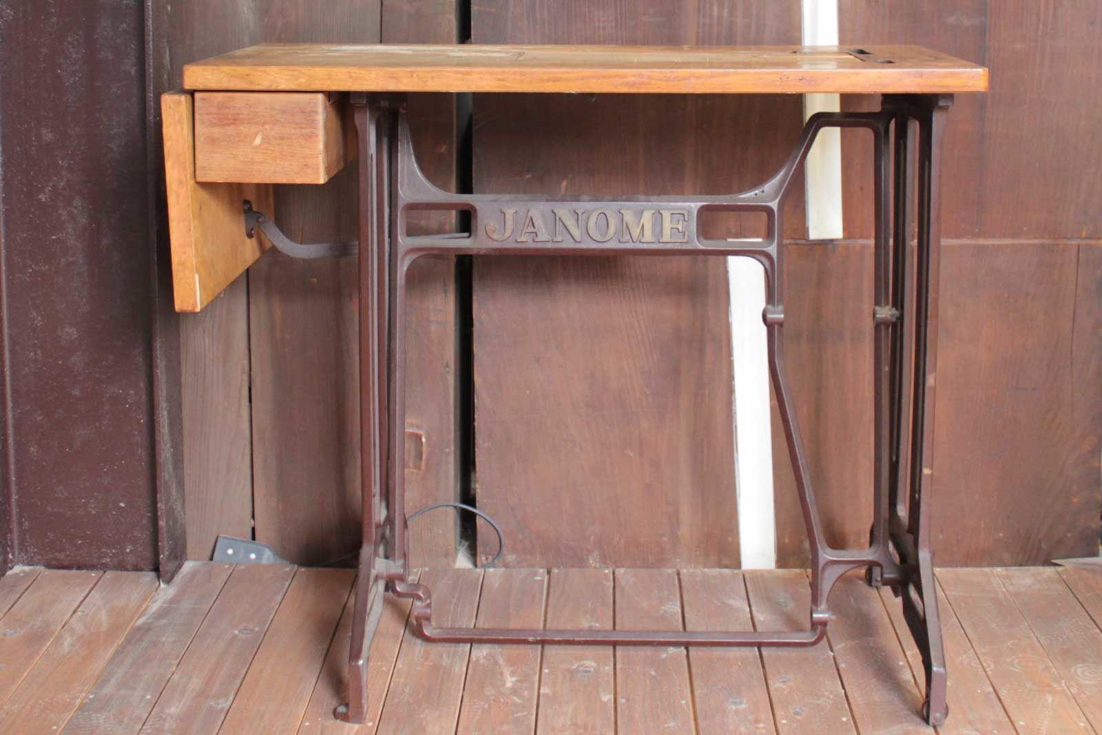 バタフライテーブルにリメイクされたジャノメの足踏みミシン(before)