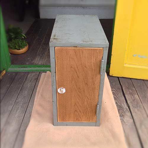 レトロなスチールロッカーを木製扉キャビネットにリメイク(after)