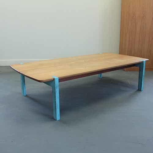 リメイクしたシャビーなローテーブルの全体像