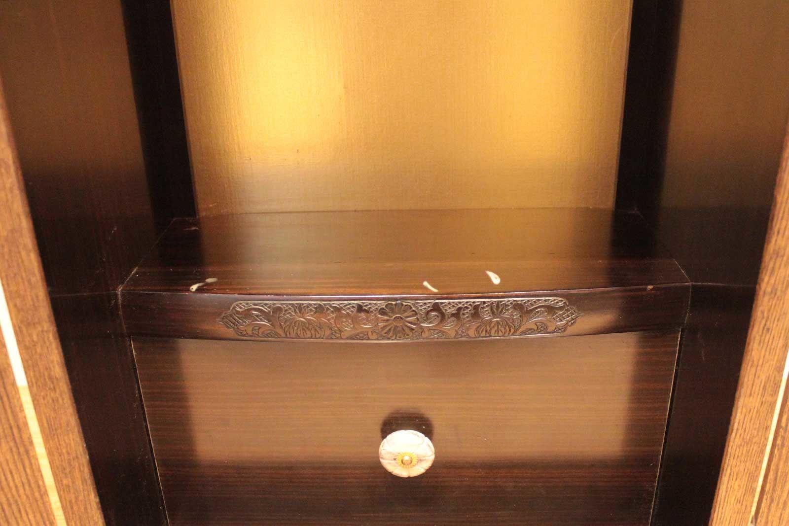 内部に大型タイプのお仏壇の面影を残しつつ卓上タイプのお仏壇へリメイク
