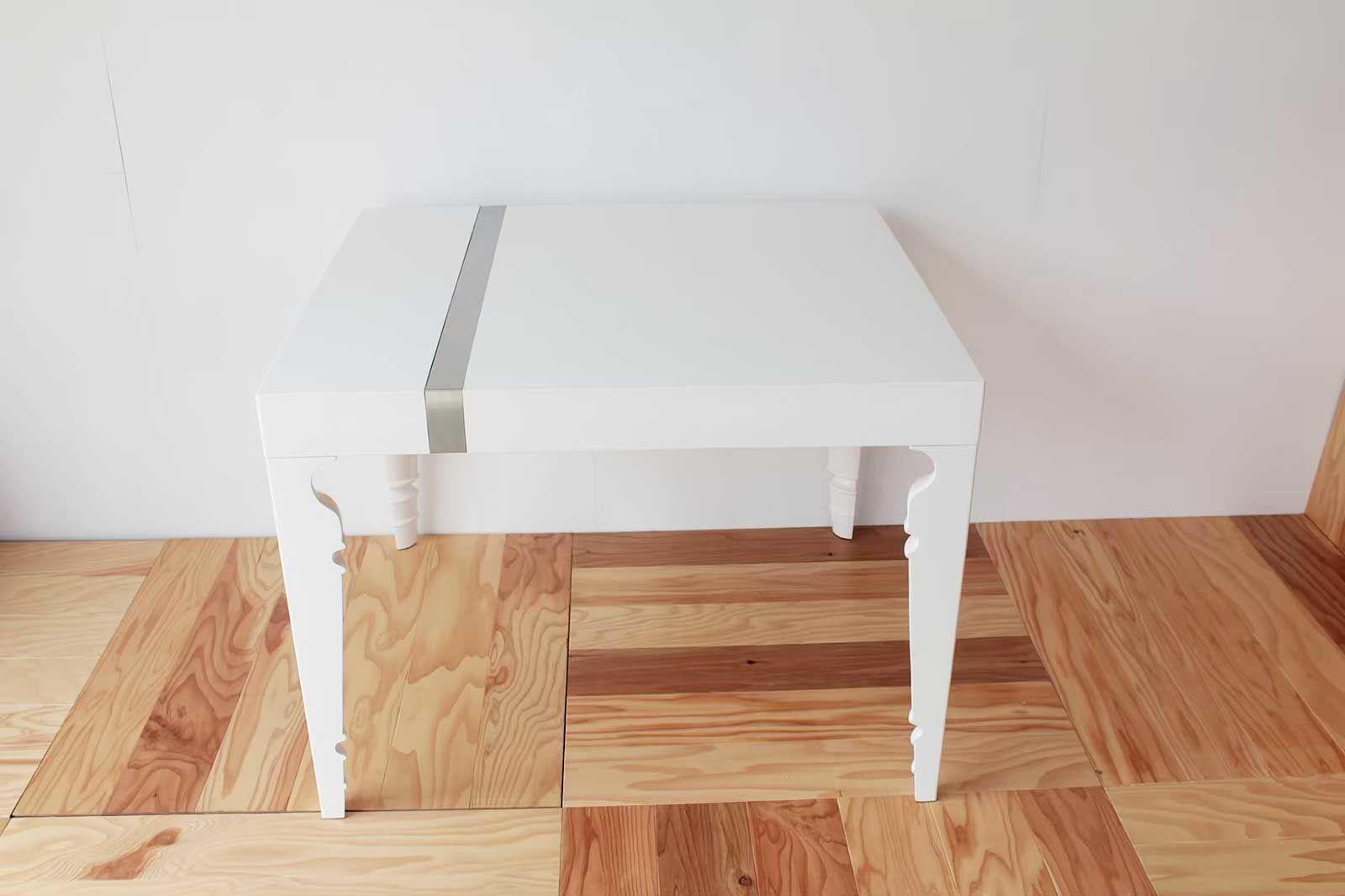 イギリス製の真白なテーブルを小さなサイズにリメイク(after)