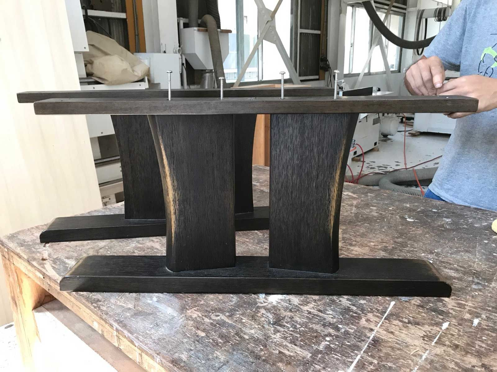 リメイクでナチュラル色にする前のテーブルの脚