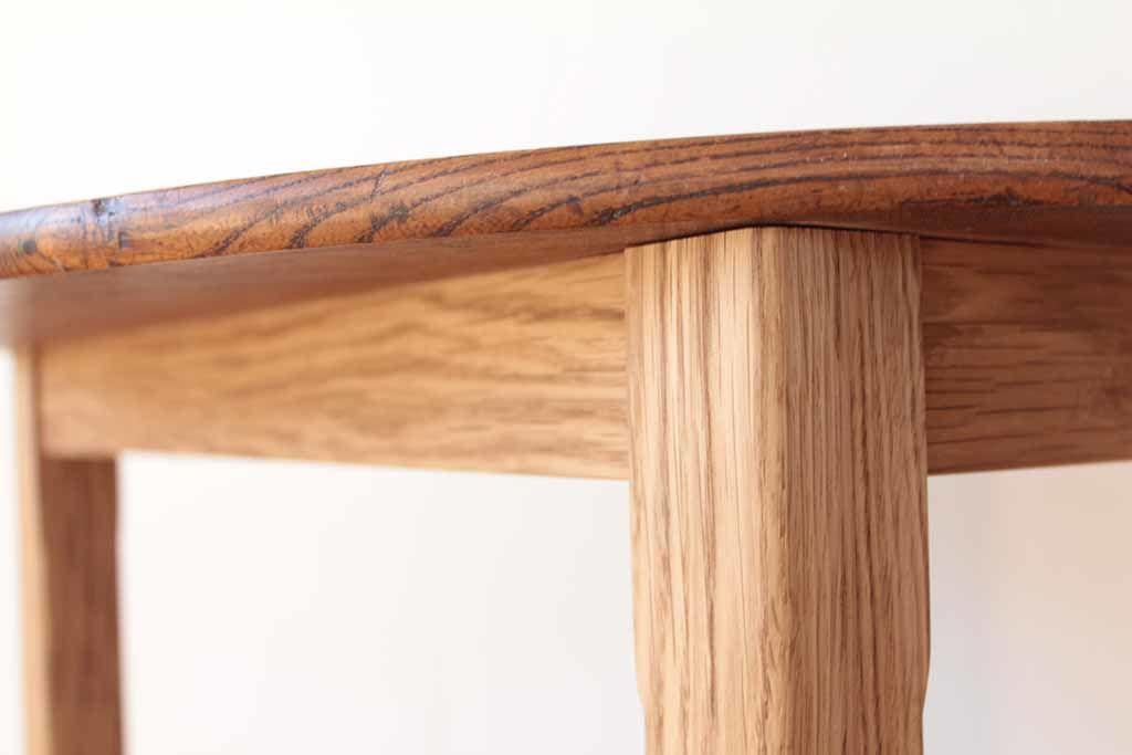 リメイクしたダイニングテーブルの、取り外し可能な脚と幕板