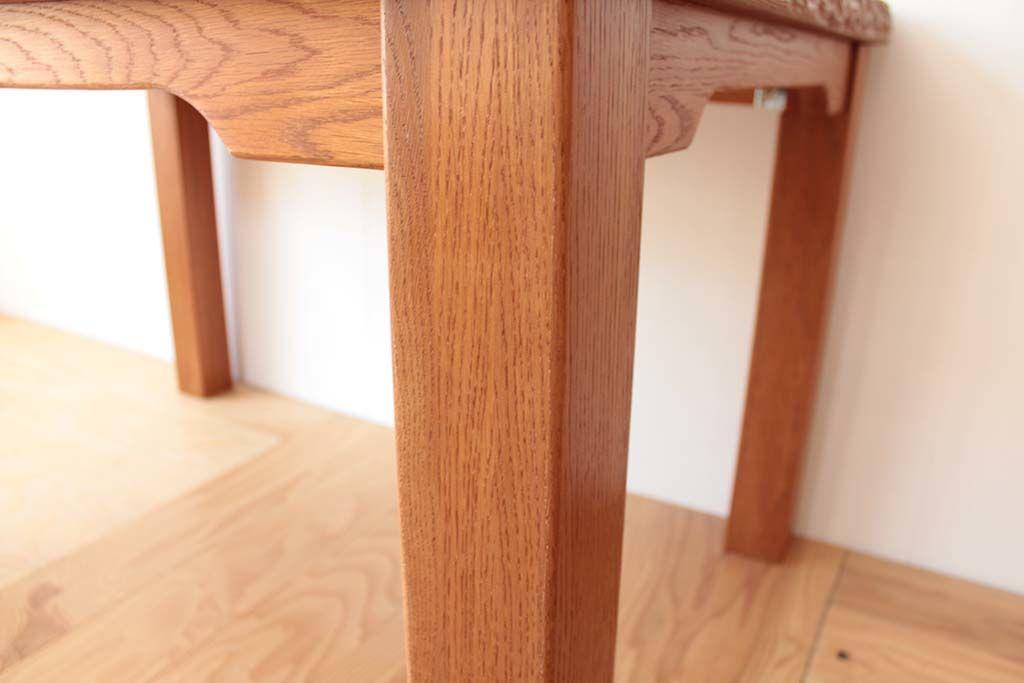 天板をそのまま生かし、幕板フレームと脚を新たに製作
