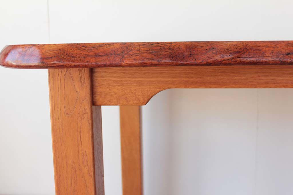 脚は天板の重さを考え、丈夫な幕板構造で新たに製作