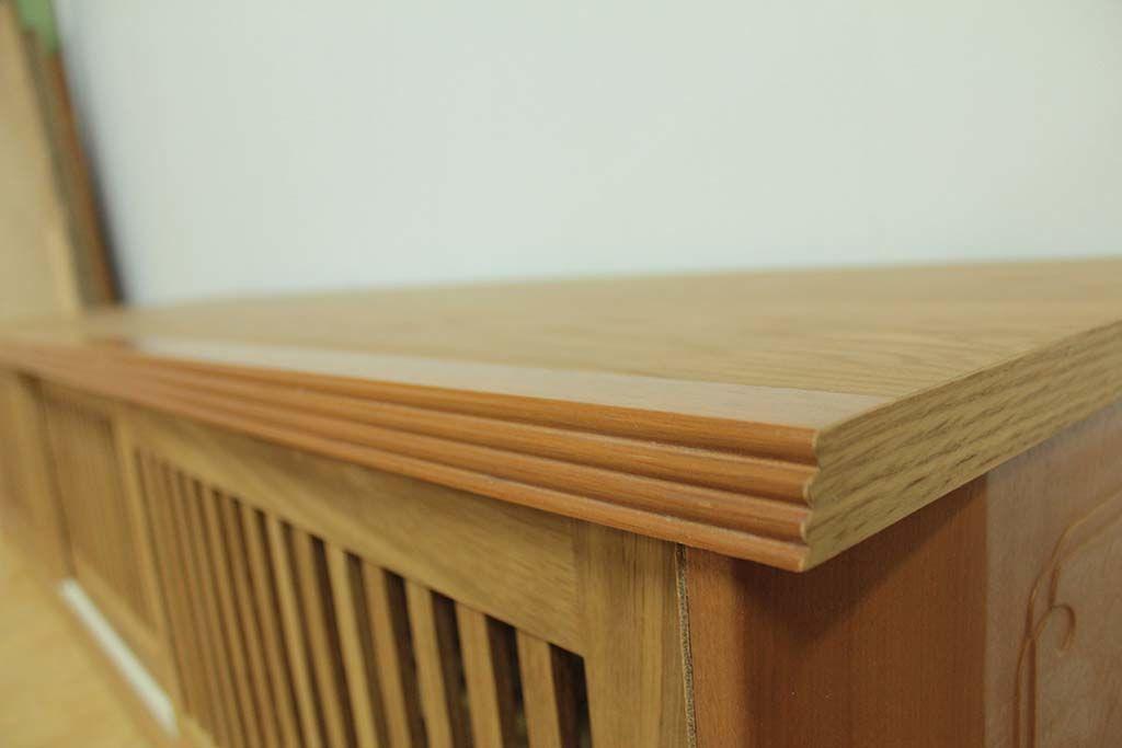 天板の面縁には、洋服タンスの扉の引き手部分を使用