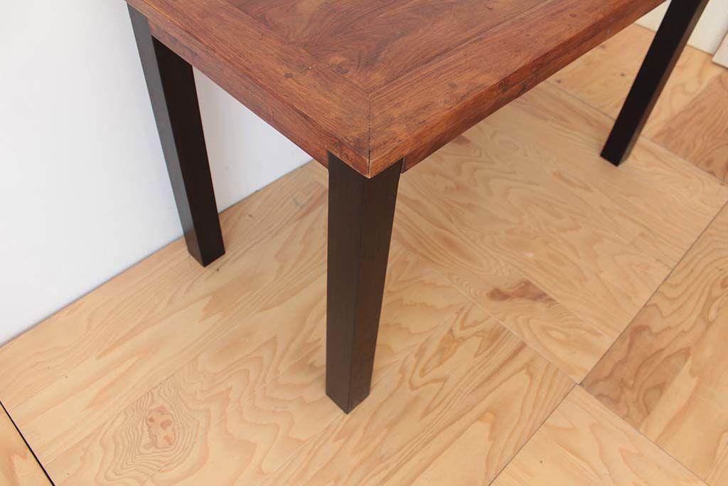 リメイクした無垢チークのダイニングテーブルに合わせた、黒染めオークの脚