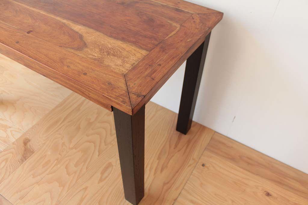 リメイクしたダイニングテーブルの、無垢チークの天板