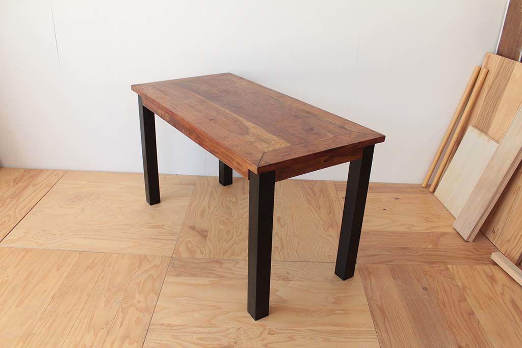 リメイクしたダイニングテーブルの全体像(斜め上から)