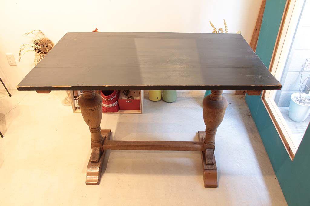 古材を使った天板を製作し、アンティークテーブルをリメイク(before)