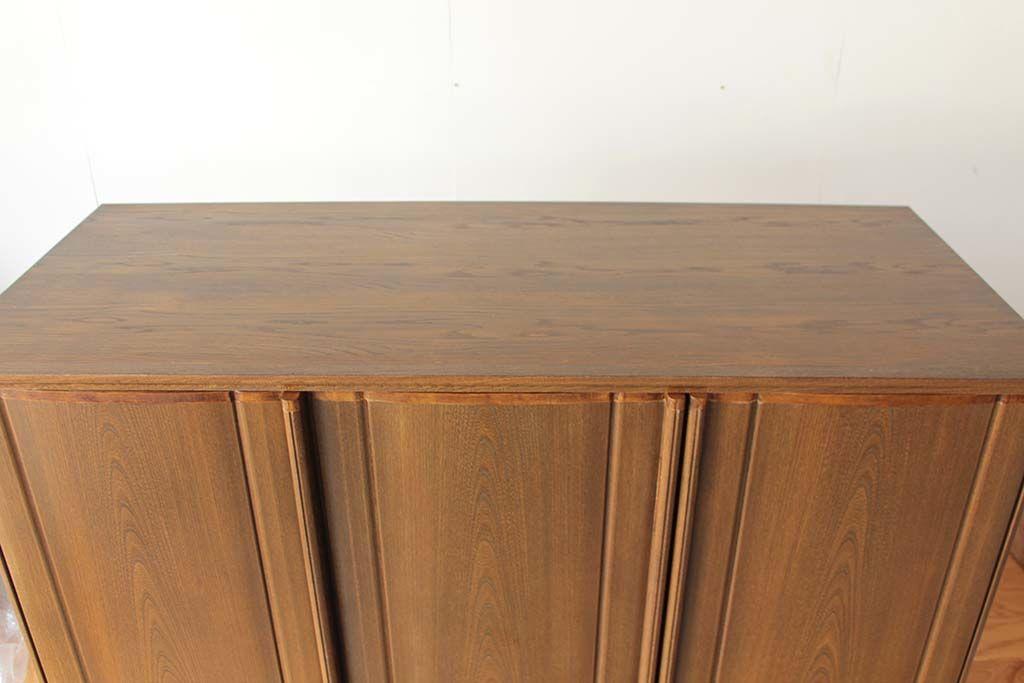 背が低くなった天板は、物を置くことができるよう丈夫な素材で新しく製作