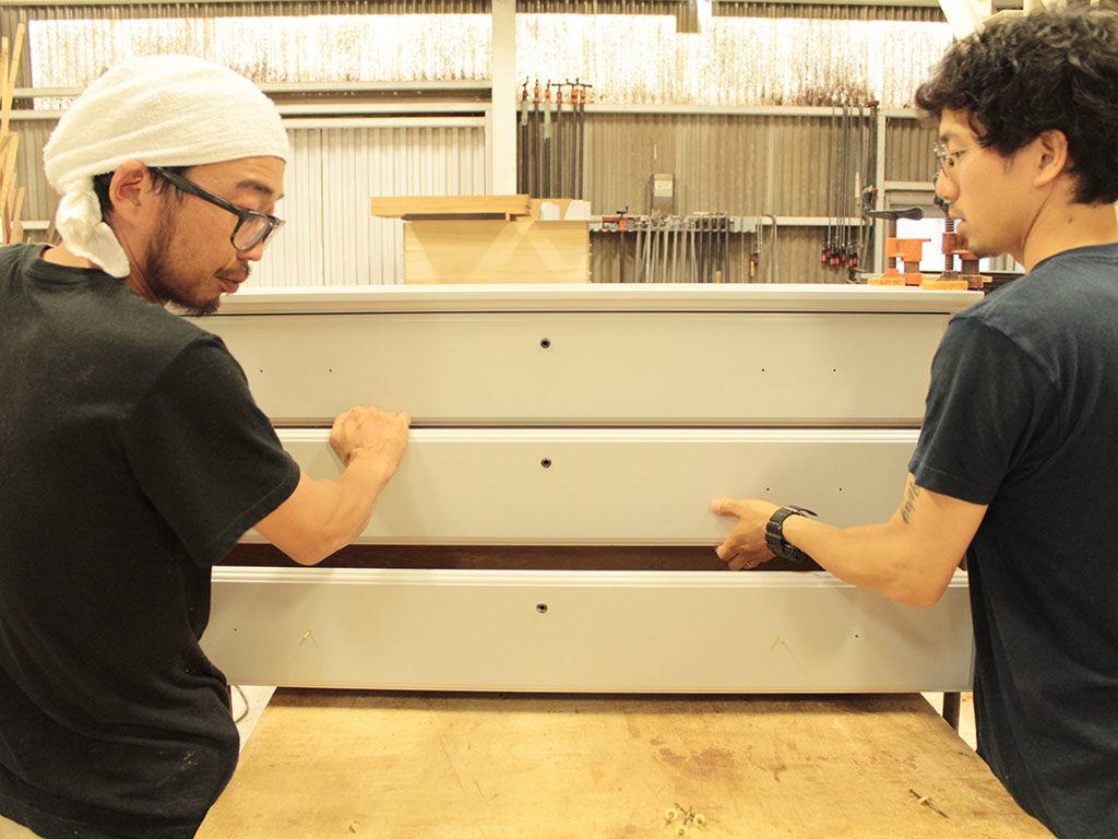 お客様の大切な家具のリメイクをしているルーツファクトリー淡路島工房